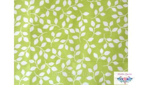 Отрез ткани белые листочки на зеленом 40 х 50 см.
